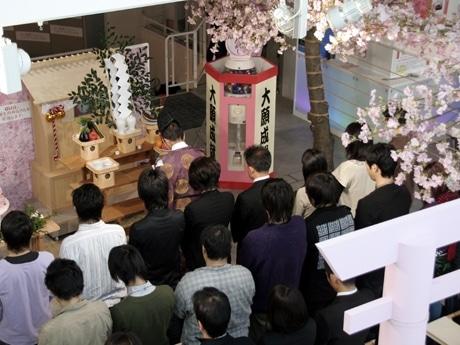 神妙な雰囲気のもと行われた祈願式の様子