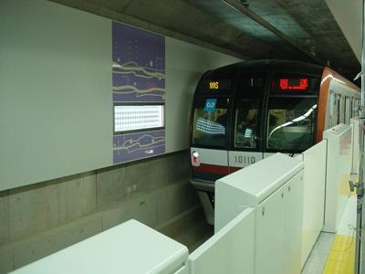 「新宿三丁目」駅での試運転の様子