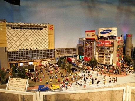 レゴで作った20分の1の「渋谷」が出現。スクランブル交差点周辺の街並みが忠実に再現されている