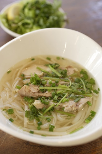 飲食ブースで提供されるベトナム名物「フォー」(イメージ)