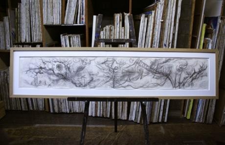 初公開される岡本太郎「明日の神話」のデッサン。絵画修復家・吉村絵美留さんによって「定着処理」が行われた
