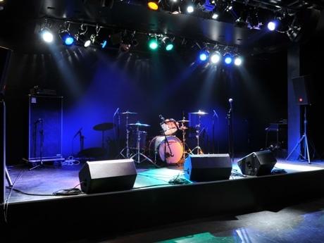バンドセットを組んだ状態のステージの様子