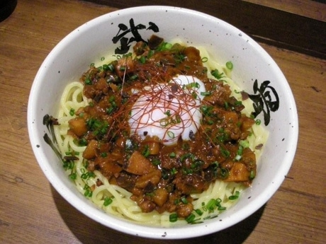 渋谷「麺屋武蔵 武骨外伝」に期間限定で登場した「チョコ和えそば」(1日20食限定)