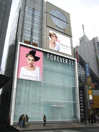 原宿「H&M」隣にオープンする「フォーエバー21」(外観イメージ)。店舗は地下1階~4階