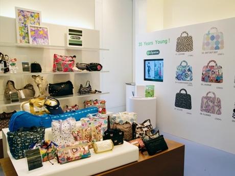 原宿・明治通りの旗艦店では人気投票のほか、過去のアイテムを紹介するアーカイブ展も
