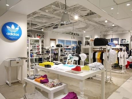 店がオープンした渋谷パルコ・パート3地下1階には「ストリートカジュアル」が集積(写真=店内の様子)