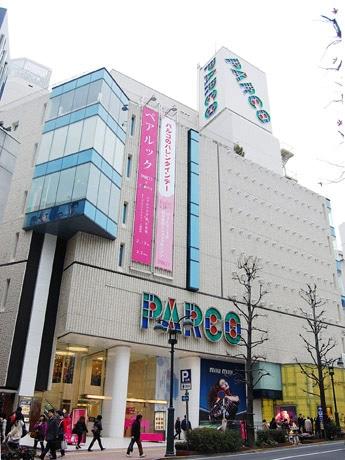 「渋谷パルコ・パート1」外観。1階ミュウミュウ横では仮囲いの中で改装工事が進む(今年2月撮影)
