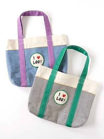 人気ブランド「Lee」は流行のボーダーマリンを取り入れたバッグを2色展開(各4,410円)