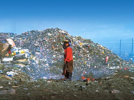 マニラ北部の「アロマごみ捨て場」近くには、ごみ拾いで生計を立てる2,000世帯の人々が暮らす