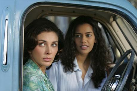 1950年代の南アフリカ連邦におけるインド人社会を舞台にしたレズビアン映画「あかね色のケープタウン」(シャーミン・サリフ)は日本初公開