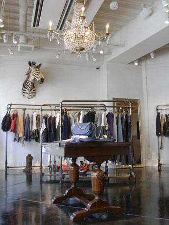 青山・骨董通りにオープンした「Whim Gazette」。「ミックス感」をテーマに60以上のブランドを扱う