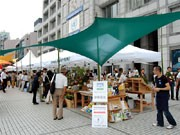 国連大学前で「ファーマーズマーケット」-生産者らが有機野菜などを販売