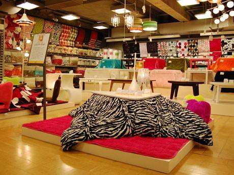 渋谷ロフトの「こたつマーケット」。アニマル柄など約100種類のこたつ布団を扱う