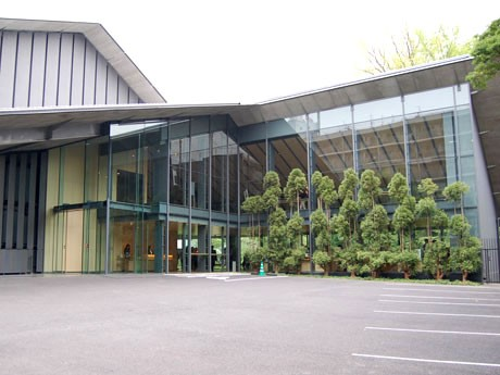 「和」の趣を基調に、日本庭園との一体感のあるデザインを目指した新「根津美術館」