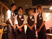 原宿にチップ制「ギャルソンカフェ」-「イケメン」給仕が人気に