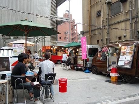 渋谷に期間限定で出店中の「YATAI PARK IN SHIBUYA」。移動販売車14台が日替わりで出店
