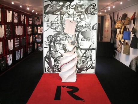 渋谷パルコにオープンした「ルートートギャラリー」。什器やオブジェは英デザイン集団「tomato」が手がけた