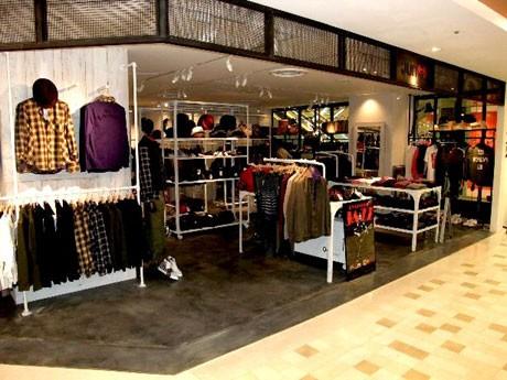 メンズ・レディス合わせて6店舗が新規出店、7店舗がリニューアル。写真は「Jun red+(ジュンレッドプリュス)」