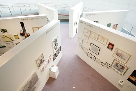 会場では巨大パネルを並べ、それぞれの壁を各ディレクターのブースに見立てる(写真=昨年の展示風景 ©SPIRAL/Wacoal Art Center Photo: Katsuhiro Ichikawa)
