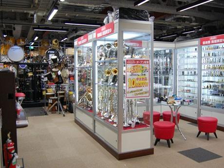 渋谷にオープンした「イシバシ楽器SHIBUYA WEST」。ドラムスと中古管楽器を専門に扱う