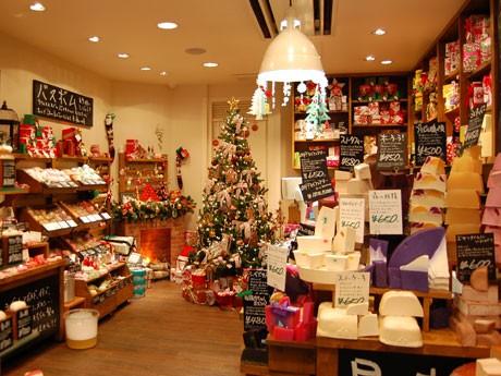 「ラッシュ渋谷文化村通り店」でコンセプトショップを展開。店舗を使って「もっともLUSHなクリスマス」を表現する