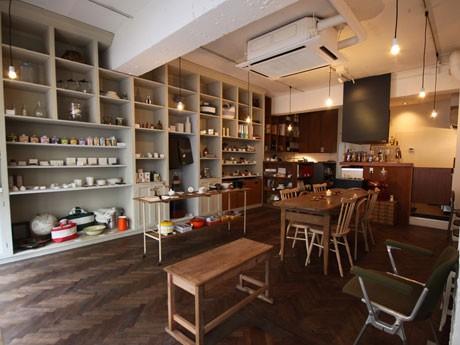 恵比寿にオープンした「SML」。セレクト雑貨を販売するほか、食堂バーも併設する