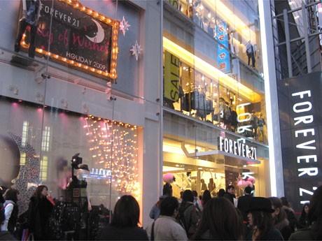 4月にオープンした「フォーエバー21原宿店」は、約半年で延べ来店客数が300万人を記録した