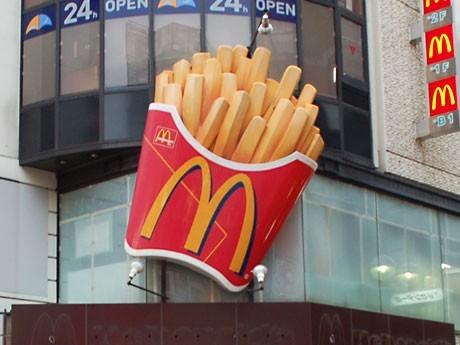 渋谷センター街のシンボルの一つとなっていた「マックフライポテト」の巨大看板