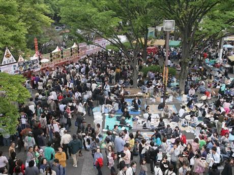 「タイ・フェスティバル2010」会場風景。来場者数30万人を記録する代々木公園有数の人気フェス