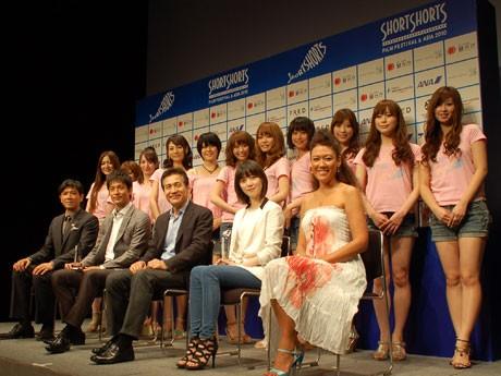 SSFF & ASIA 2010が開幕。オープニングに登壇した別所哲也さん、沢村一樹さん、アン・ソンギさん、ク・ヘソンさん、LiLicoさん(前列左から)
