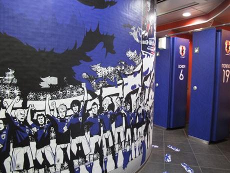 サッカー日本代表の「ロッカールーム」に見立てたJR渋谷駅南口の女子トイレ