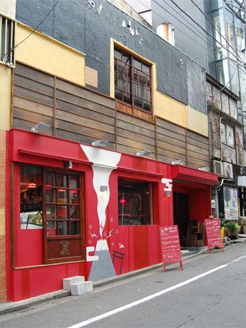 外壁の富士山はイラストレーター・福田さかえさんによるもの