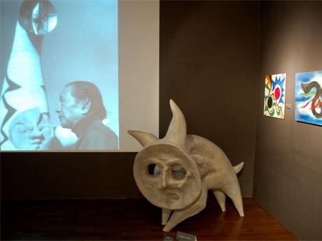 「動物」の原型。地震でひび割れが生じ撤去された幻の作品で、実物は高さ約4メートル、長さ約6メートルのコンクリート彫刻