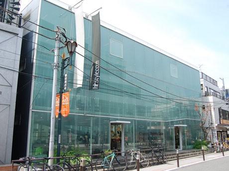 建築家・妹島和世さんが設計した同店の外観
