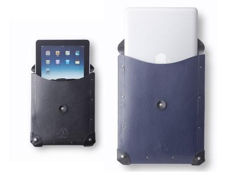 英「グローブ・トロッター」のステーショナリーコレクション「CLIPPER」。「iPadケース」(左)とパソコンなどが入る「ドキュメントケース」(右)