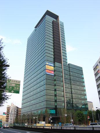ミクシィ、ぴあの新本社が入る「住友不動産渋谷ファーストビル(仮称)」(写真=外観)