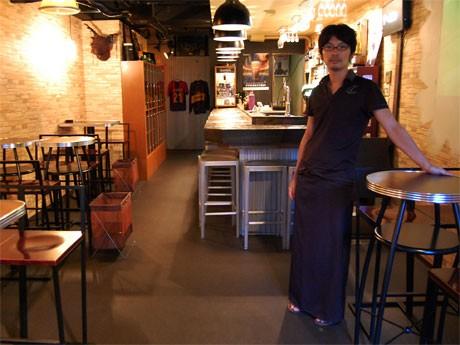 50種類以上のハーブリキュールが特徴の「Bar NOI」。2007年に友井靖幸さんがオープン