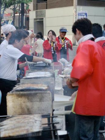 恵比寿で気仙沼産のサンマを無償提供する「恵比寿となりのサンマ祭り」(昨年の様子)