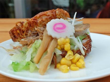 ラーメンバーガー 塩味(500円)