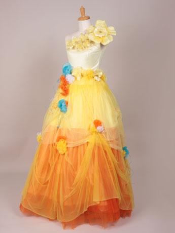 写真は水戸店(教室)の生徒・皆川妙子さんが娘の結婚式のために作ったというウエディングドレス