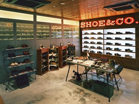 リーガルの新コンセプトショップ「REGAL Shoe&Co.」(写真=内観)ではストリートブランドとのダブルネームコレクションなどを扱う