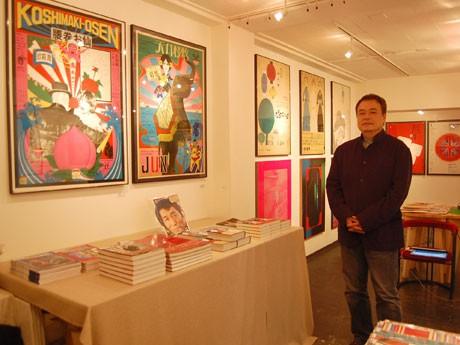 渋谷のギャラリーで1950年代~60年代に制作された現代芸術のポスター展が開催されている(写真=笹目浩之さん)