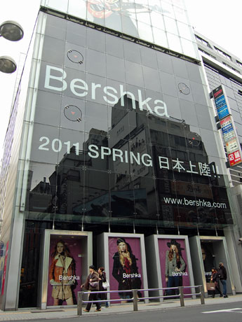 日本初上陸となる「ベルシュカ」が1階~4階に出店し、全面改装に踏み切る「ゼロゲート」外観