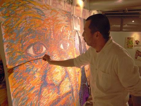 会場では下田さんがピカソのポートレートを描くライブペイントも