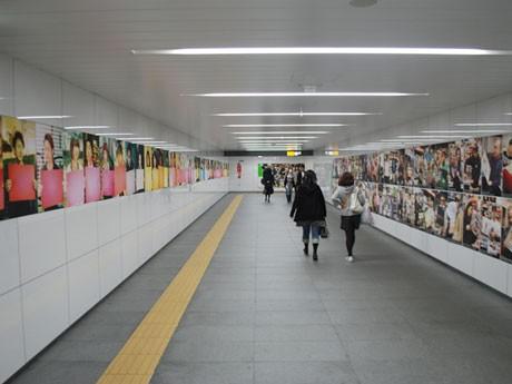 渋谷駅を中心とした都市空間に写真やアートなどを通じ「新しい都市の形」を展示する「shibuya1000」が開催される(写真=前回の様子)