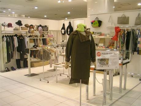 渋谷パルコに限定出店している「クリエイターズマンション」(写真=ショップ)ではアクセサリーやファッションなど約40ブランドの商品を扱う