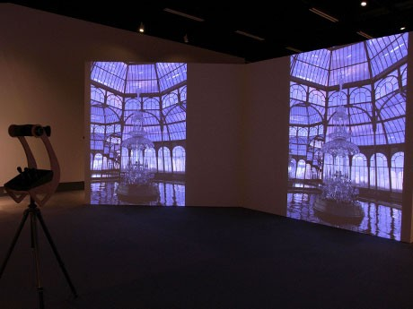 アーティスト津島岳央さんのインスタレーション作品「ref LE ction x ref RA ction」(2010 年)