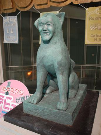 原宿に「ヌク公」像登場-顔は温水洋一さん、映画「高校デビュー」公開記念で , シブヤ経済新聞