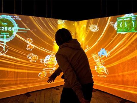 カヤックが開発した「電脳空間」体験コーナーのプレイイメージ