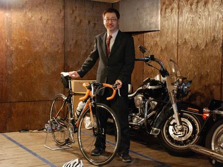 「バイク好きが集まってできた会社」と池田社長(写真中央)。出勤時などの利用者をターゲットに据える